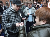 Yoshinori Ono Signing at London 3DS StreetPass Event St Pancras (6)