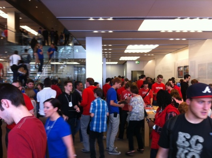 Nintendo Scene - Mass London 3DS StreetPass FlashMob - Apple Store Regent Street 090711 (33)